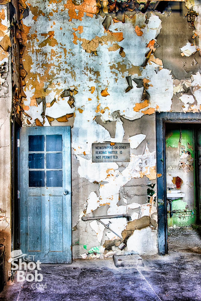 Grungy wall, peeling paint